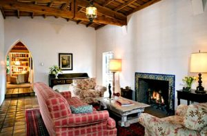Marilyn-Monroes-Brentwood-house-living-rm-today
